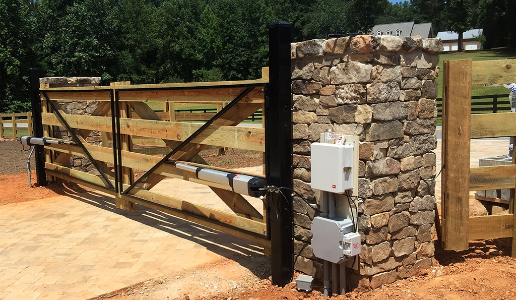 wood_gate_with_metal_frame_for mounting_opener